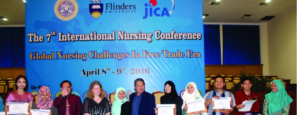 """Penghargaan sebagai """"Best Oral Presenter"""" pada International Nursing Conference 2016 di Unair Surabaya"""