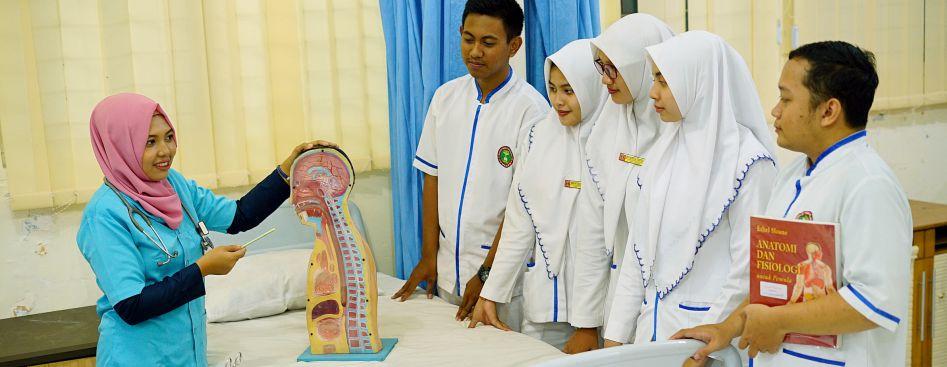 Kegiatan Praktikum Laboratorium Keperawatan
